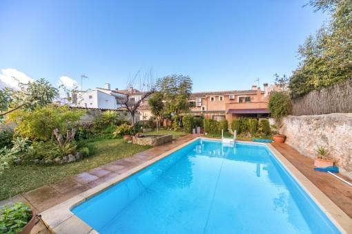 In 20 Minuten in Palma! Stadthaus in Consell mit Pool und schönem Garten