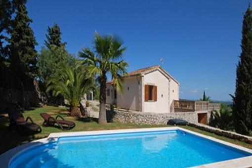 Finca mit großer Sonnenterrasse, fantastischem Weitblick, Pool und Garten in Caimari
