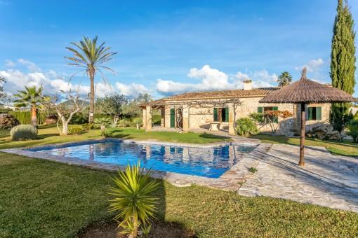 Bezaubernde Villa im Landhausstil mit Pool bei Pollença