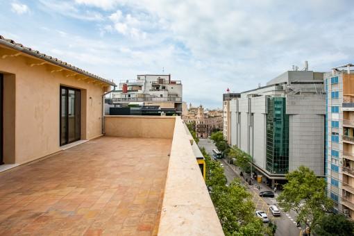 Komplett saniertes Duplex-Penthouse mit großer Terrasse im Stadtzentrum von Palma