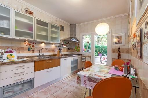 Voll ausgestattete Küche im Erdgeschoss