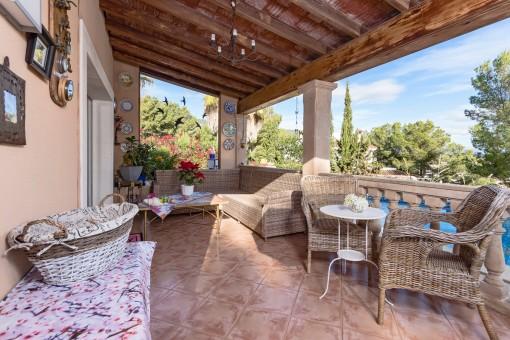 Großer Loungebereich auf der Terrasse