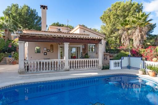 Villa in guter Lage in Cas Catalá mit viel Privatsphäre