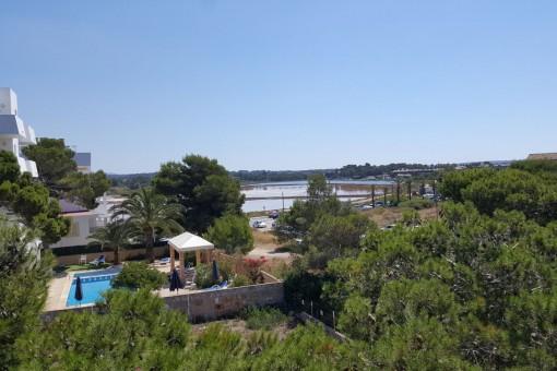Modere Designer-Villa direkt am Meer unterteilt in 4 Luxuswohneinheiten