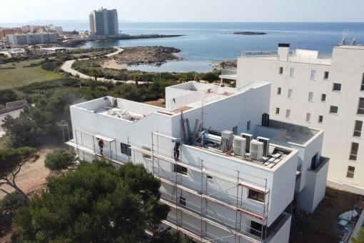 Moderne Designer-Villa direkt am Meer unterteilt in 4 Luxuswohneinheiten in Colonia St. Jordi
