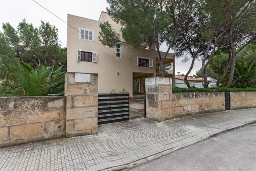 Villa in ruhiger Lage mit vielen Gestaltungsmöglichkeiten in Santa Ponsa
