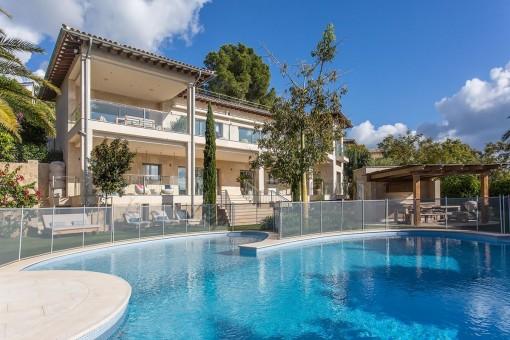 Atemberaubende Villa in exponierter Lage von Portals Nous mit Meerblick