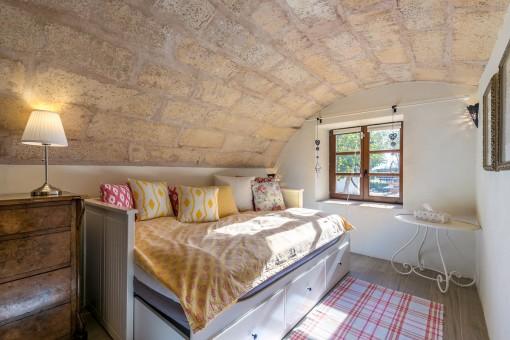 Schlafzimmer mit Gewölbedecke