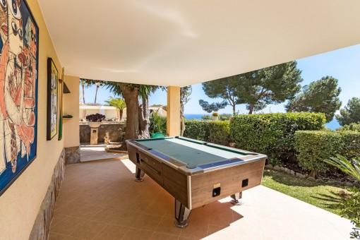 Toller Spielbereich mit Billiardtisch