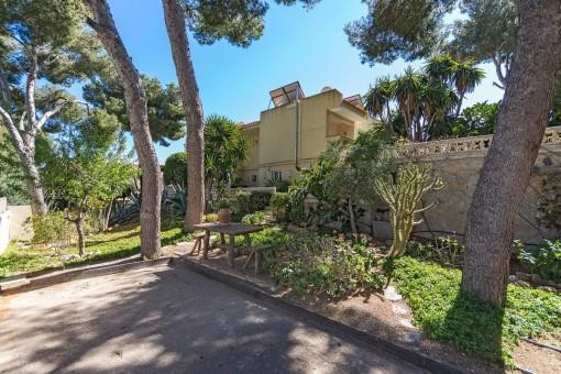 Die Villa bietet mehrere Terrassen