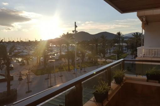 Geräumiges, voll ausgestattetes Apartment in Puerto de Alcúdia in erster Meereslinie