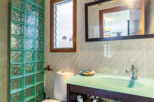 Badezimmer neben dem Wohnbereich