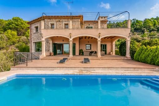 Elegante Finca mit märchenhaftem Weitblick und Pool bei Lloseta