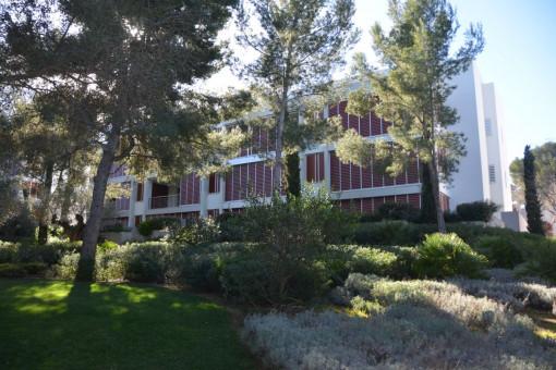 Neue Exklusiv-Wohnung in Bendinat in Top Anlage mit Blick ins Grüne