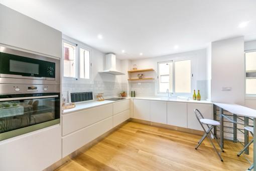 helles und k rzlich renoviertes apartment mit offenem raumkonzept im herzen der altstadt kaufen. Black Bedroom Furniture Sets. Home Design Ideas
