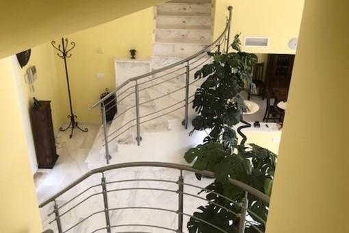 Treppenaufgang zu der oberen Etage