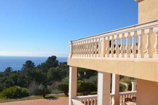 Terrasse mit Überblick über die Bucht Camp de Mar