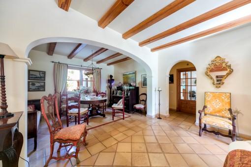 Die Villa hat eine Wohnfläche von 325 qm