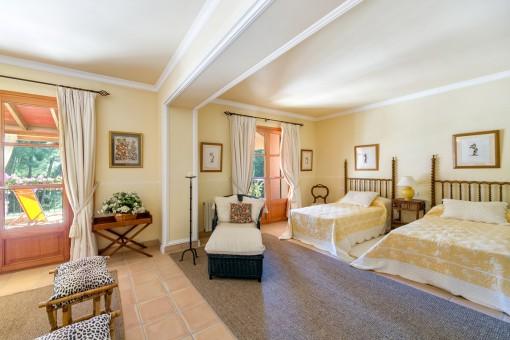 Großräumiges Schlafzimmer im oberen Stock