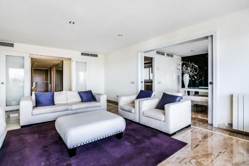 Eleganter und offener Wohnbereich