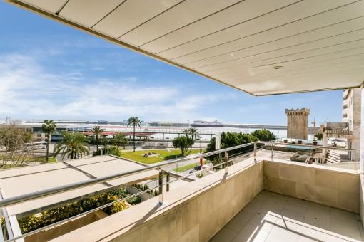 Großzügige Luxuswohnung mit Meerblick und 2 Garagenplätzen in 1. Linie am Paseo Maritimo