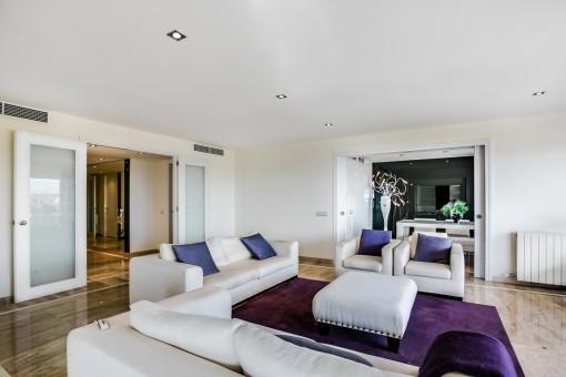 Diese hervorragende Wohnung hat eine Wohnfläche von 200 qm