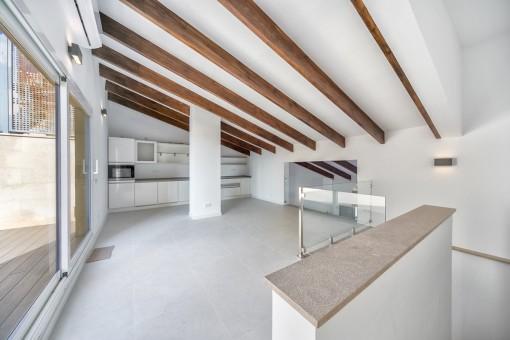 exklusive hochwertig renovierte maisonettewohnung mit terasse am plaza mayor kaufen. Black Bedroom Furniture Sets. Home Design Ideas