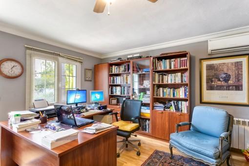Praktischer Büroraum