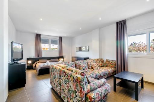 Schlafzimmer mit integriertem Wohnbereich