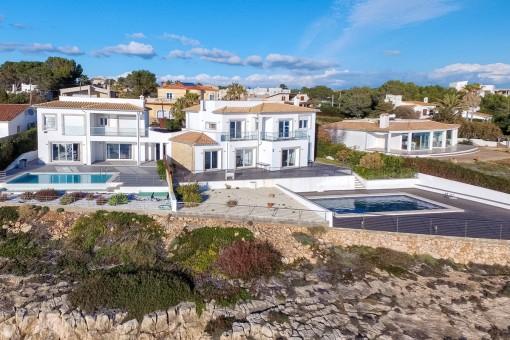 Die Villa befindet sich in einem beliebten Küstenort in Vallgornera