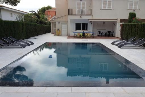 Schönes Reihenhaus mit Pool in Maioris