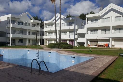 Modernes, helles 2-Zimmer Apartment in einer schönen Anlage mit Pool