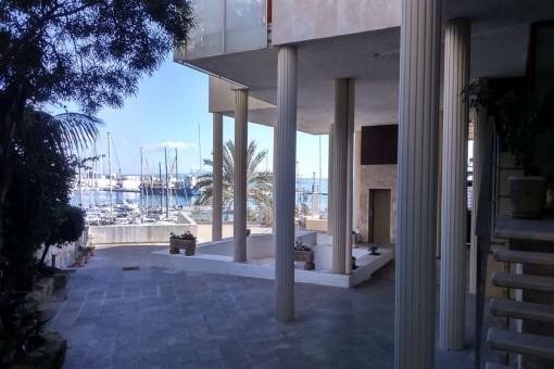 Möblierte kleine Wohnung am Plaça Mediterrània direkt am Hafen in Palma mit Klimaanlage und Balkon