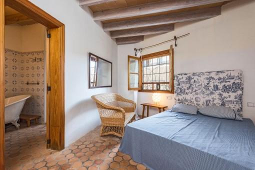 Helles Doppelschlafzimmer mit Badezimmer en Suite