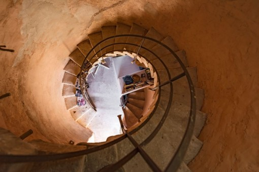 Die spralförmige Treppe des Turmes verbindet 3 Stockwerke