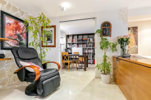 Die hervorragende Wohnung verfügt auch über ein Büro