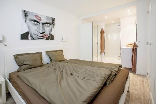 Komfortables Doppelschlafzimmer mit integrierten Badezimmer