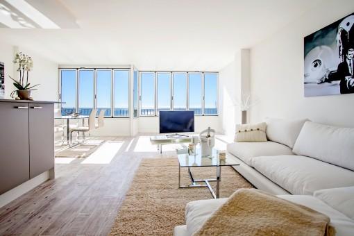 Wohn-und Essbereich mit beeindruckenden Meerblick und Terrasse