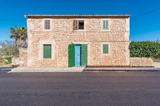 Freistehendes Stadthaus zum Renovieren am Dorfrand von Es Llombards