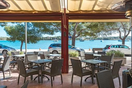 Tolles Restaurant mit 2 Wohnungen in erster Linie am Hafen von Porto Colom