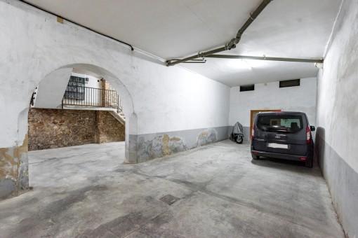 Die Wohnung verfügt über eine Garage