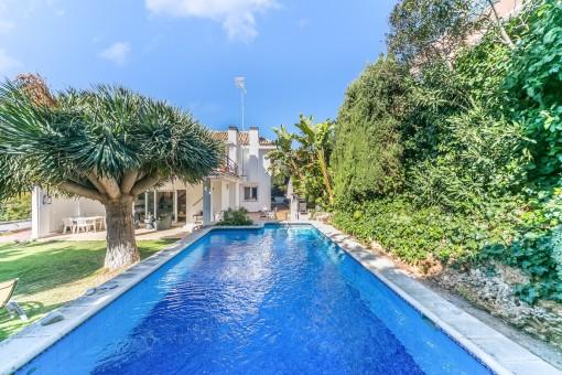 Komfortables Einfamilienhaus mit Meerblickterrasse und Pool in Bonanova