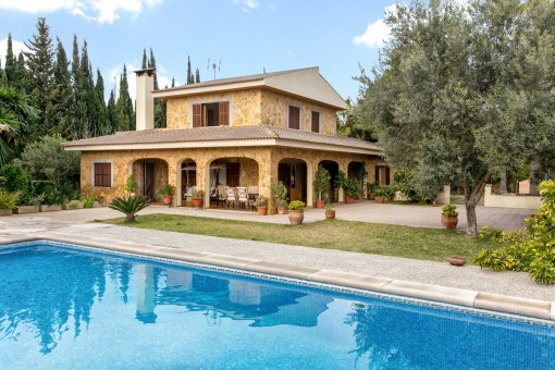 Villa mit mediterranem Garten und Pool nur 7 Minuten von Pollença entfernt mit Ferienvermietlizenz