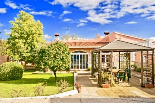 Ebenerdiges Chalet mit Pool, Garten, Zentralheizung und Garage bei Santa María