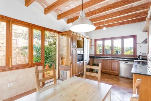 Küche mit Essbereich und Terrassenzug