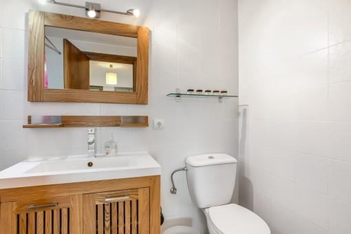 Charmante Holzelemente im Badezimmer
