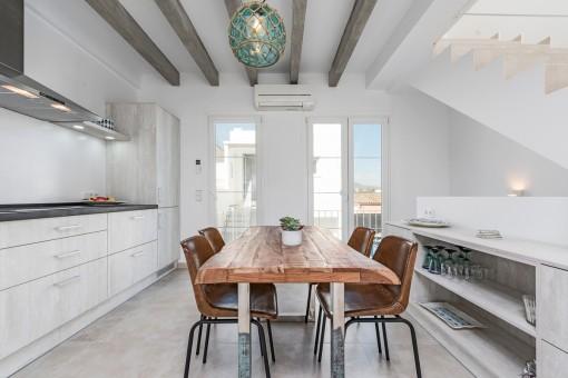 Eleganter Küchen- und Essbereich