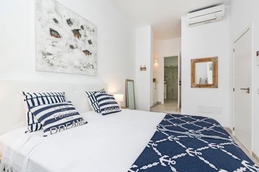 Das Doppelschlafzimmer bietet eine Badezimmer en Suite