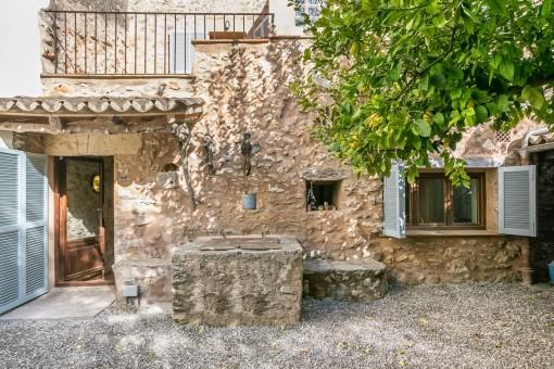 Ruhig gelegenes, typisches Dorfhaus mit kleinem Garten und Terrasse in Sencelles