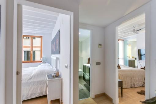Gemütlicher Flur mit Zugang zu den Schlafzimmern
